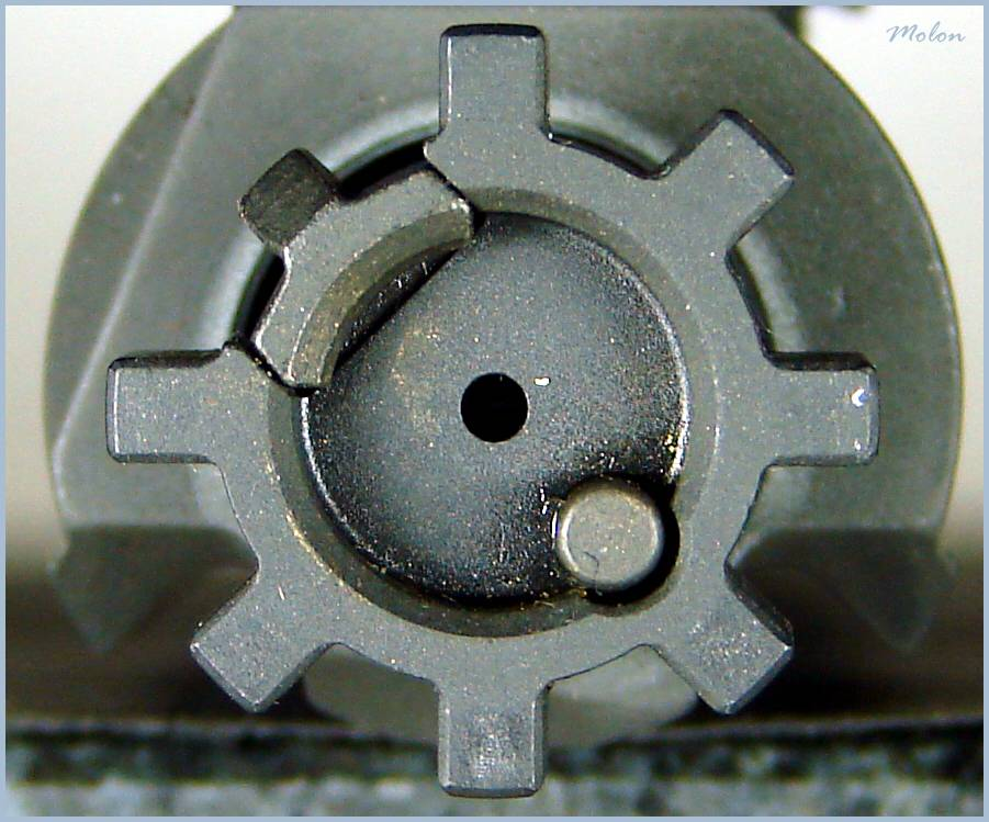 bolt_rotated_to_completely_in_battery_po-2002128.jpg